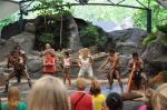 taniec, rozpalanie ognia, rzut bumerangiem i wiele innych pożytecznych rzeczy próbowali nauczyć/ Australia/